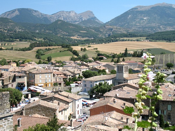 bourdeaux historic village walking break southern france